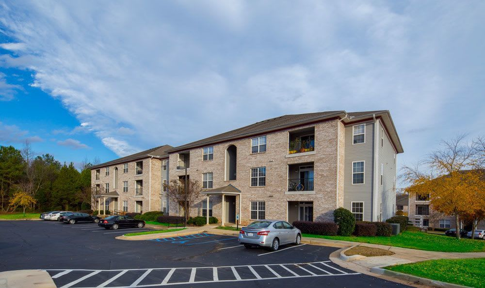 Exterior of Main Street Apartments in Huntsville, Alabama