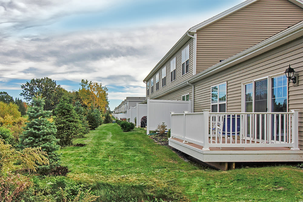 Lush landscaping at The Links at CenterPointe Townhomes in Canandaigua, New York