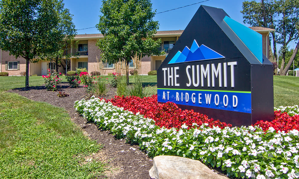Welcome sign to The Summit at Ridgewood located in Fort Wayne, Indiana