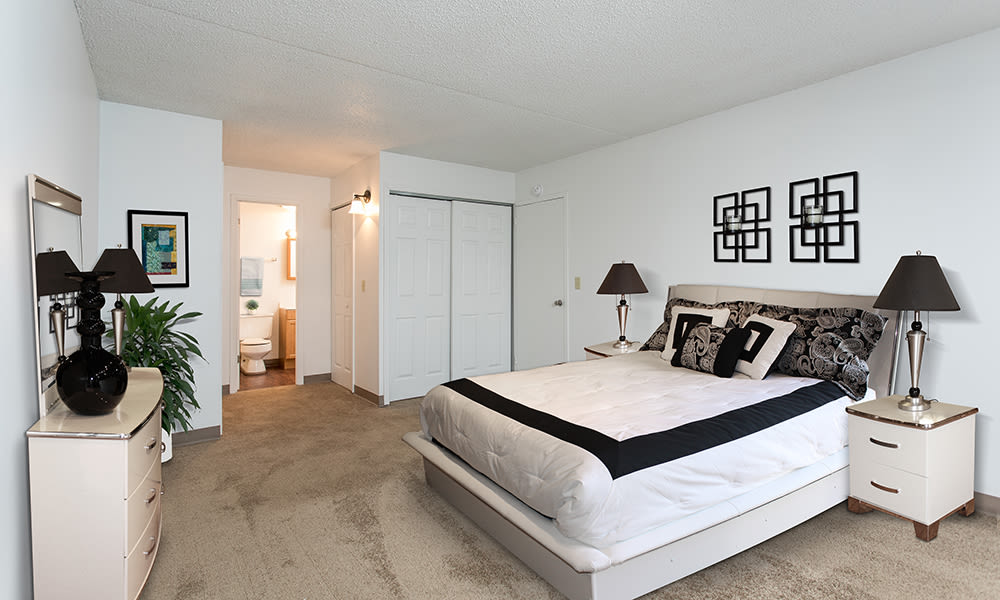 Park Guilderland Apartments offers a spacious bedroom in Guilderland Center, New York