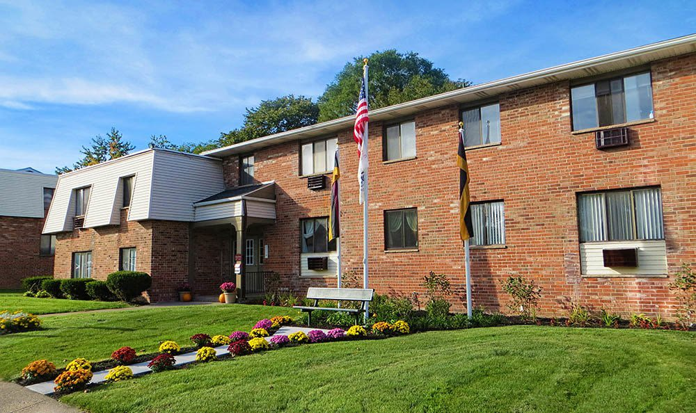 Lush landscaping at Parkway Manor Apartments in Irondequoit, New York