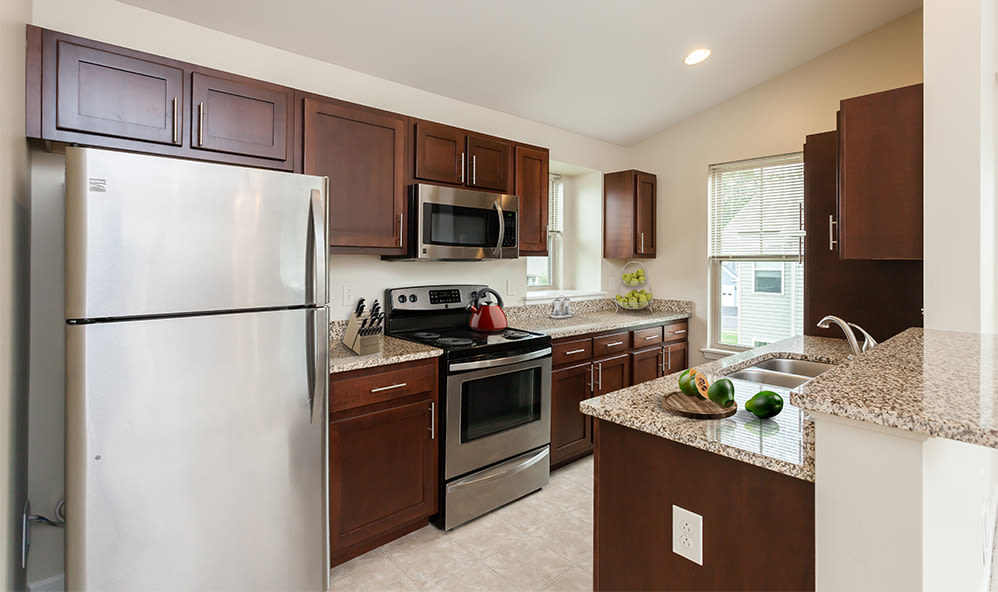 Fully-equipped kitchen at Saratoga Crossing in Farmington, New York