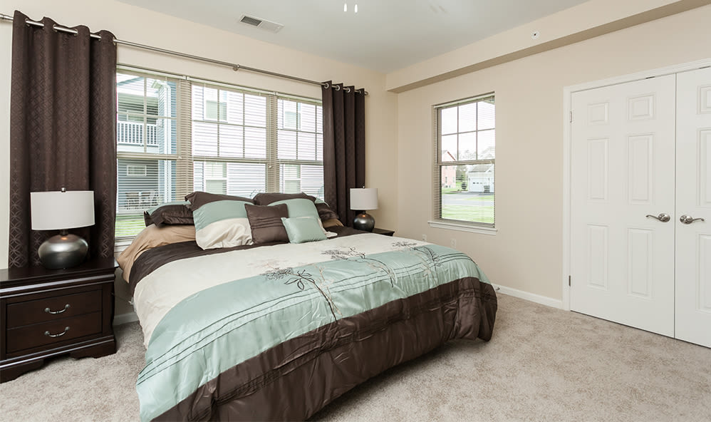 Well decorated bedroom at Saratoga Crossing in Farmington, New York