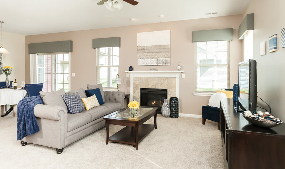 Living room at Saratoga Crossing in Farmington, New York