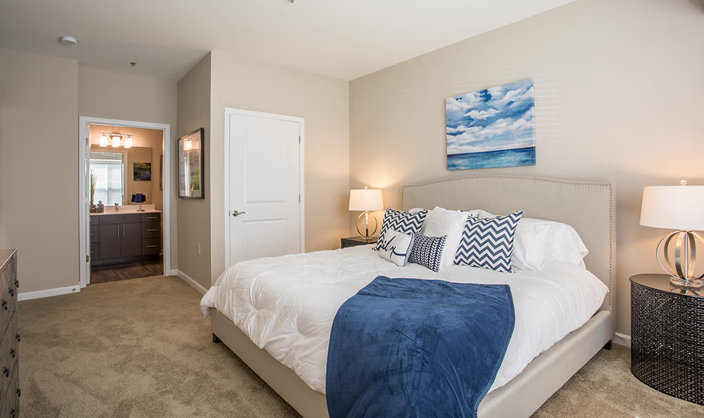 Well decorated bedroom at The Landings at Meadowood in Baldwinsville, New York