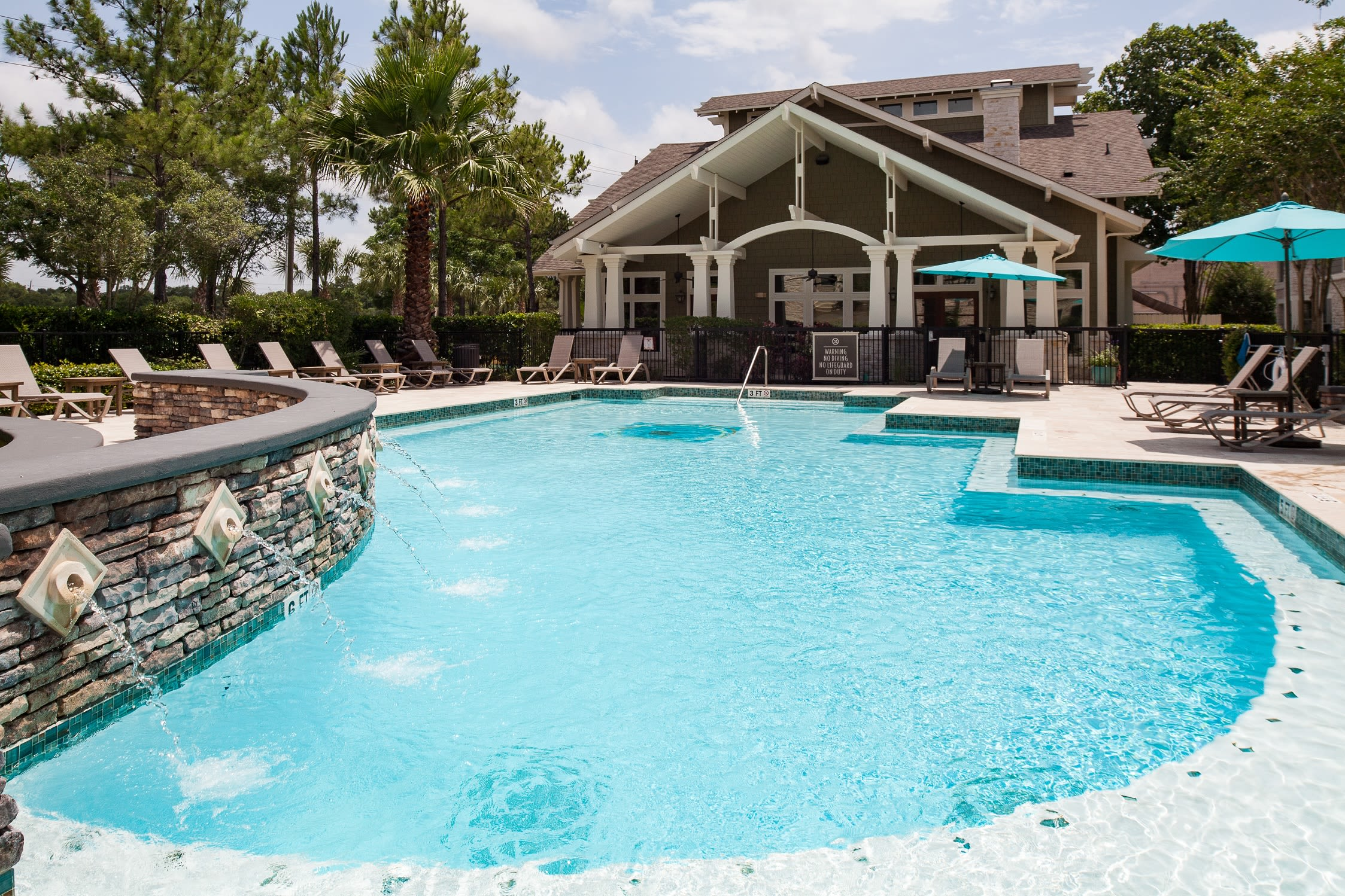 Fountains in the outdoor pool at Lakefront Villas in Houston, Texas