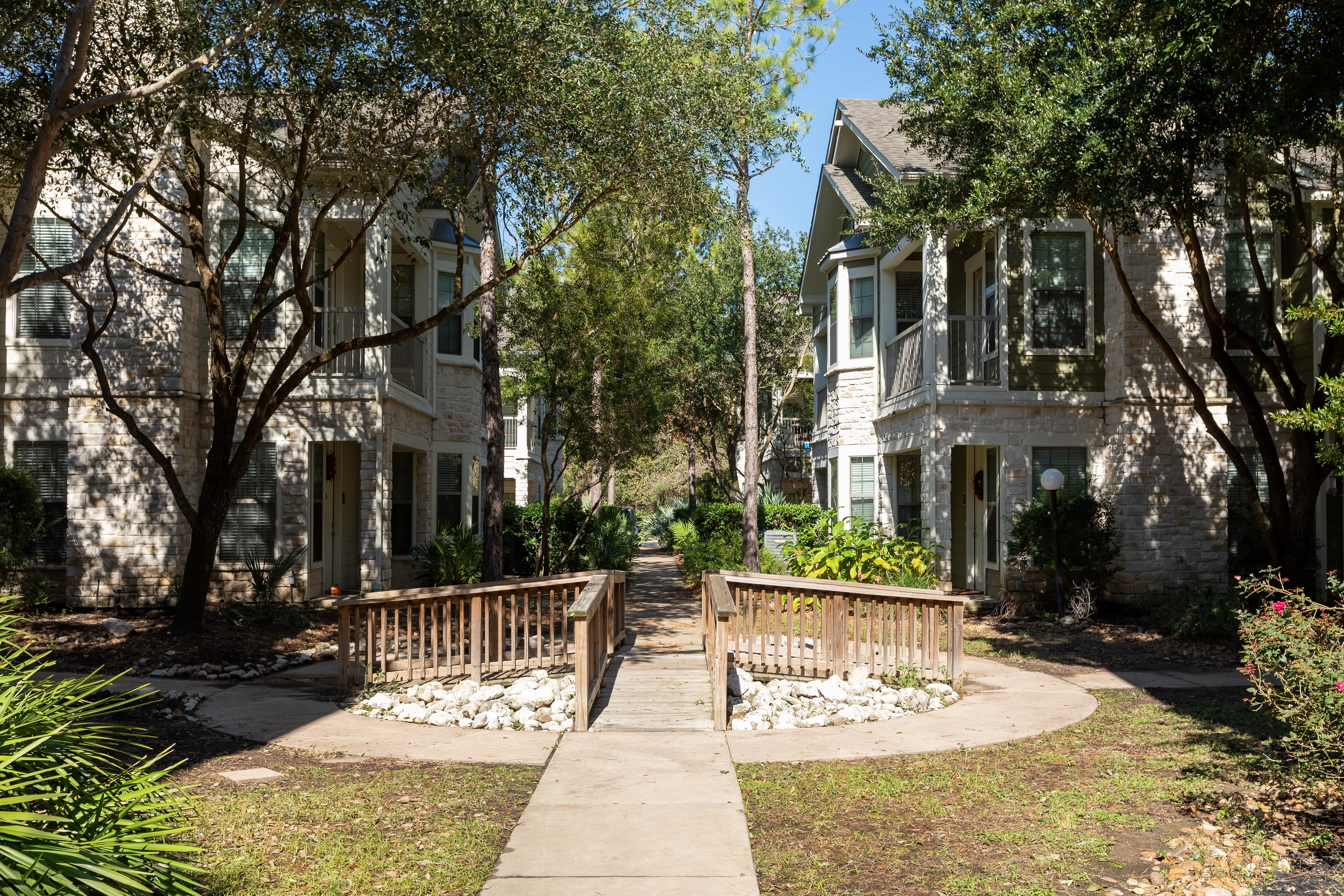 Scenic walkways outside at Lakefront Villas in Houston, Texas