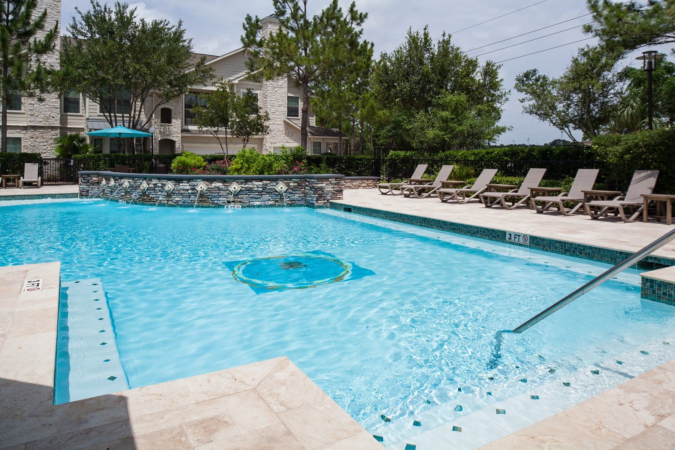 Plenty of pool seating at Lakefront Villas in Houston, Texas