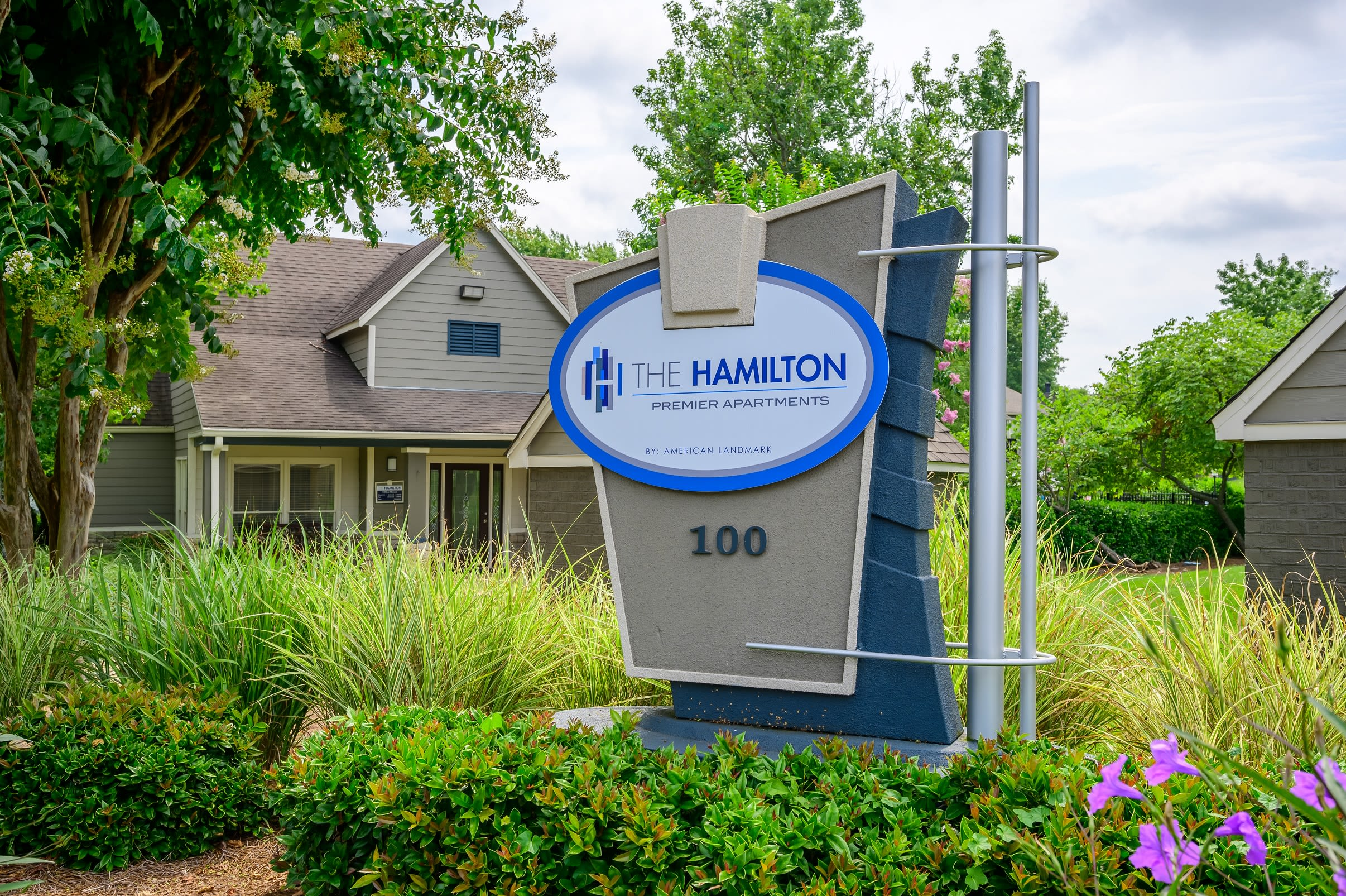 Beautifully manicured exterior at The Hamilton in Hendersonville, Tennessee