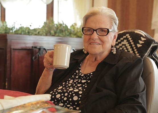 Resident enjoy a cup of coffee at The Heritage at Fountain Point in Norfolk, Nebraska