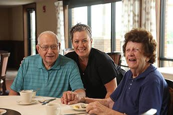 Residents dining together at The Heritage at Fountain Point in Norfolk, Nebraska