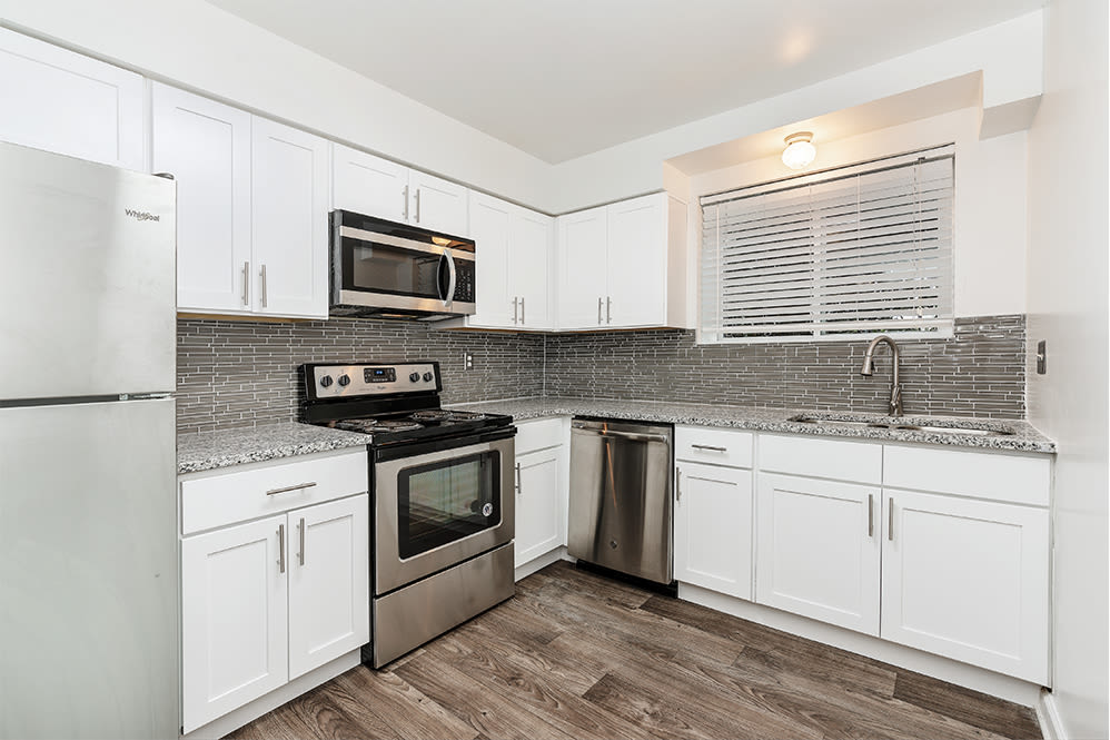Beautiful Kitchen at Lincoya Bay Apartments & Townhomes in Nashville, Tennessee
