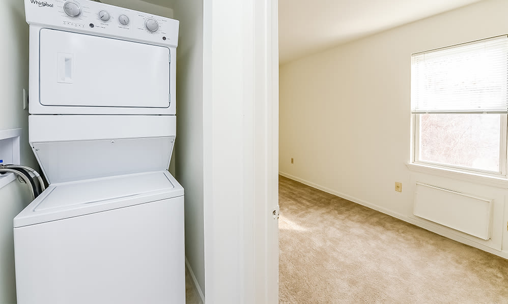 Washer and dryer at Eatoncrest Apartment Homes in Eatontown, New Jersey