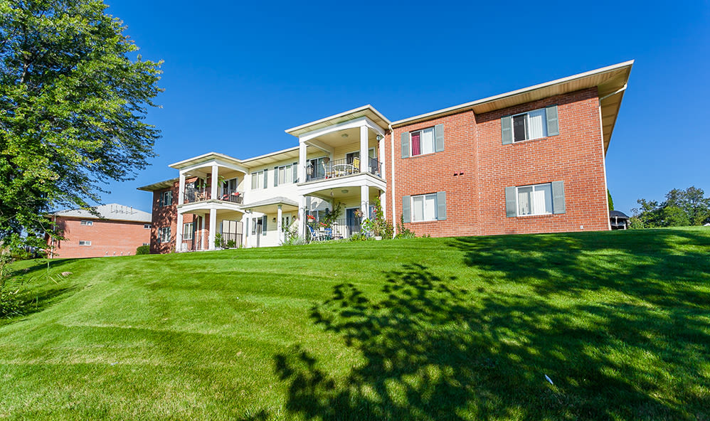 Lush landscaping at CenterPointe Apartments and Townhomes in Canandaigua, New York