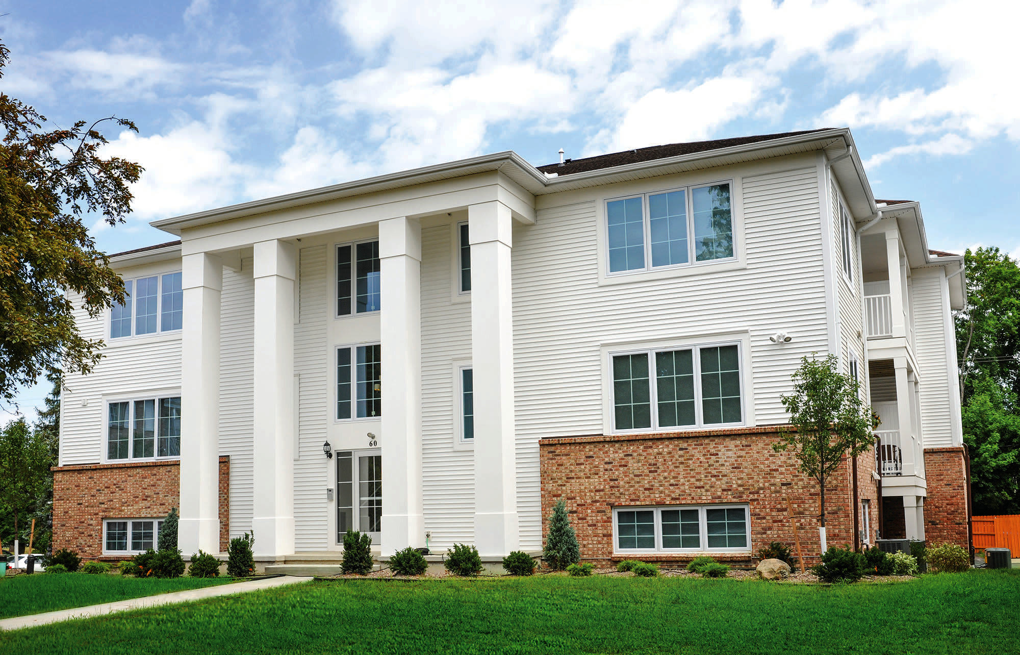 Apartments at Green Lake Apartments & Townhomes in Orchard Park, New York