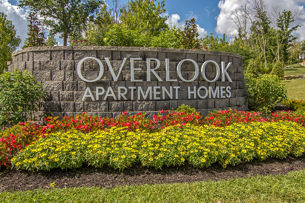 Sign to Overlook Apartments in Elsmere, Kentucky