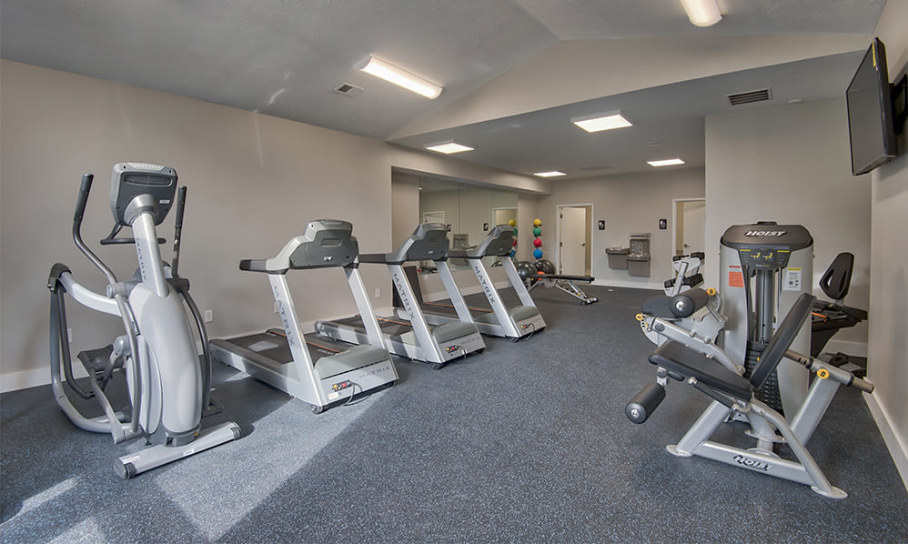 Modern fitness center at Perry's Crossing Apartments in Perrysburg, Ohio