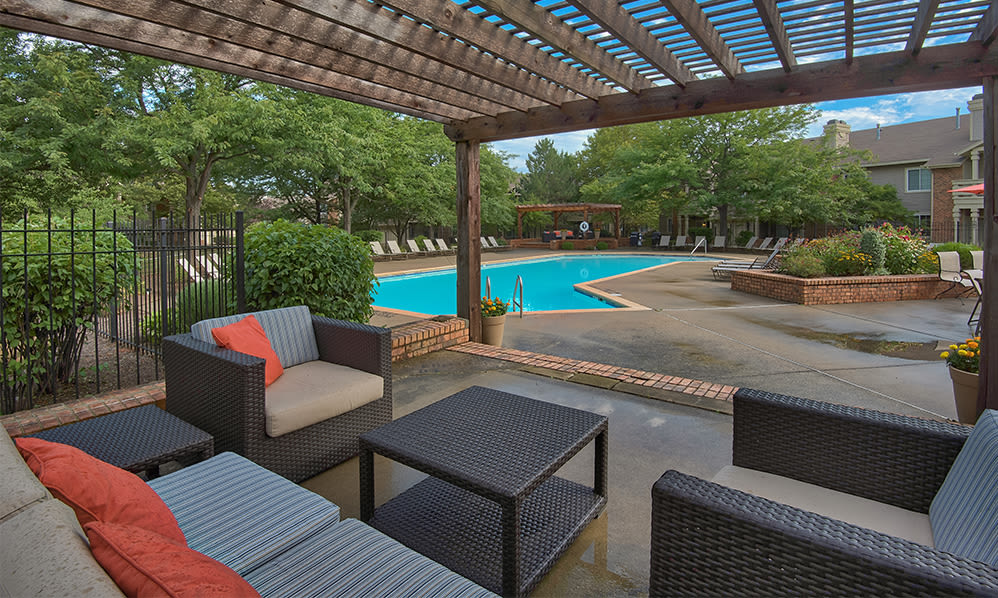 Perry's Crossing Apartments offers a luxury swimming pool in Perrysburg, Ohio