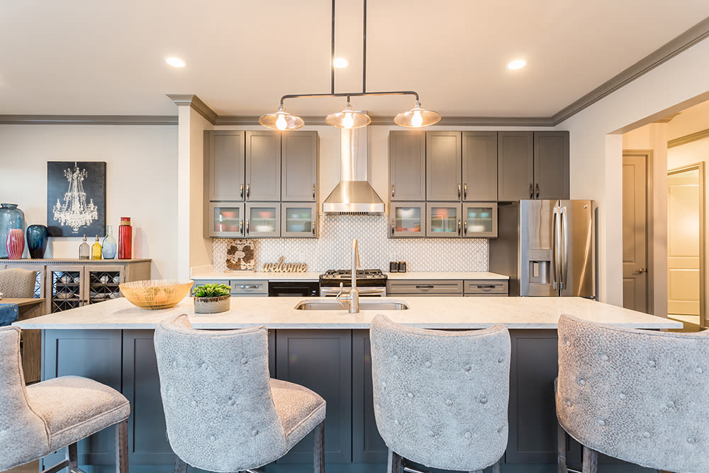 Waters Edge Apartments in Webster, New York showcase a luxury breakfast bar
