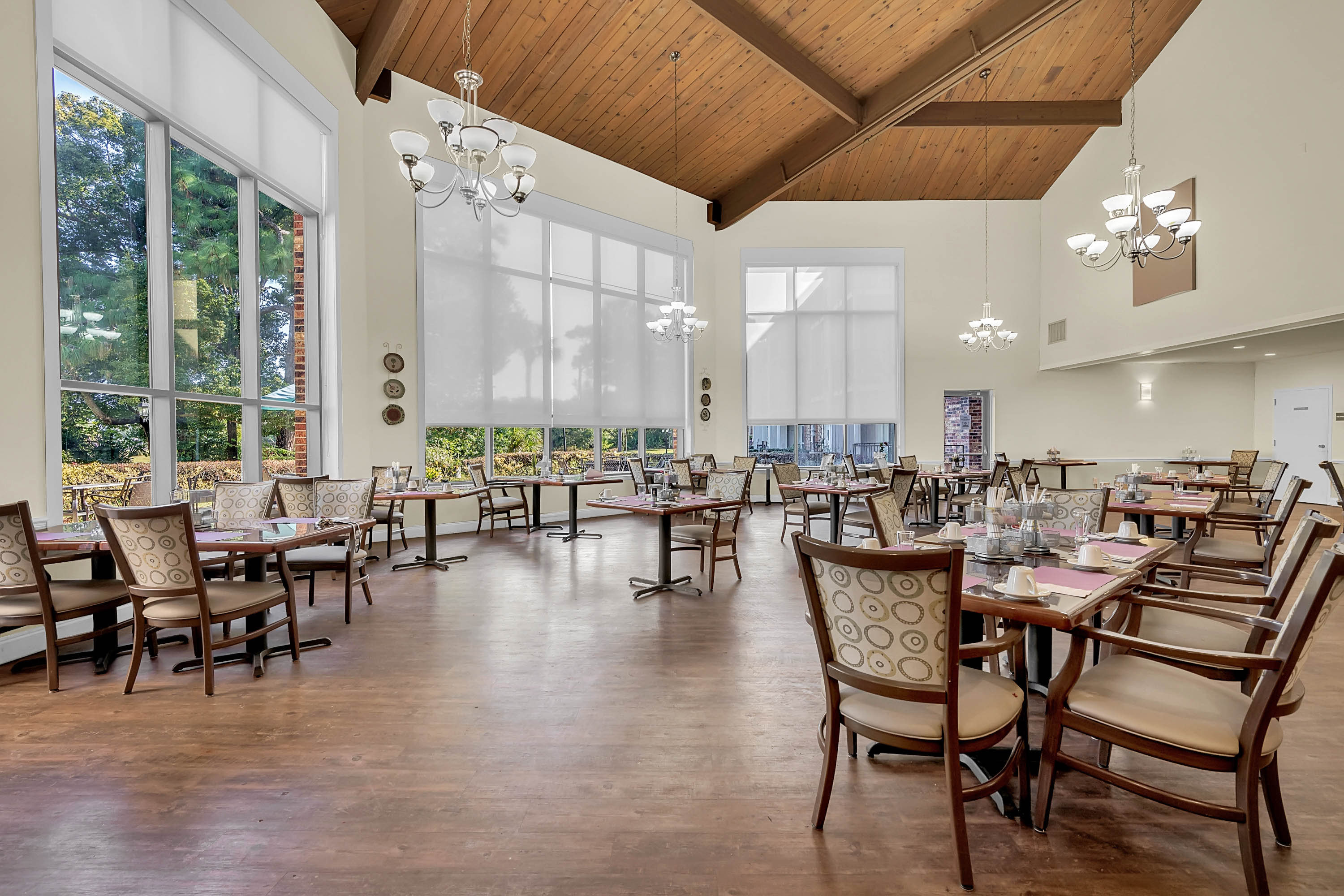 Dining room at Renaissance Retirement Center in Sanford, Florida
