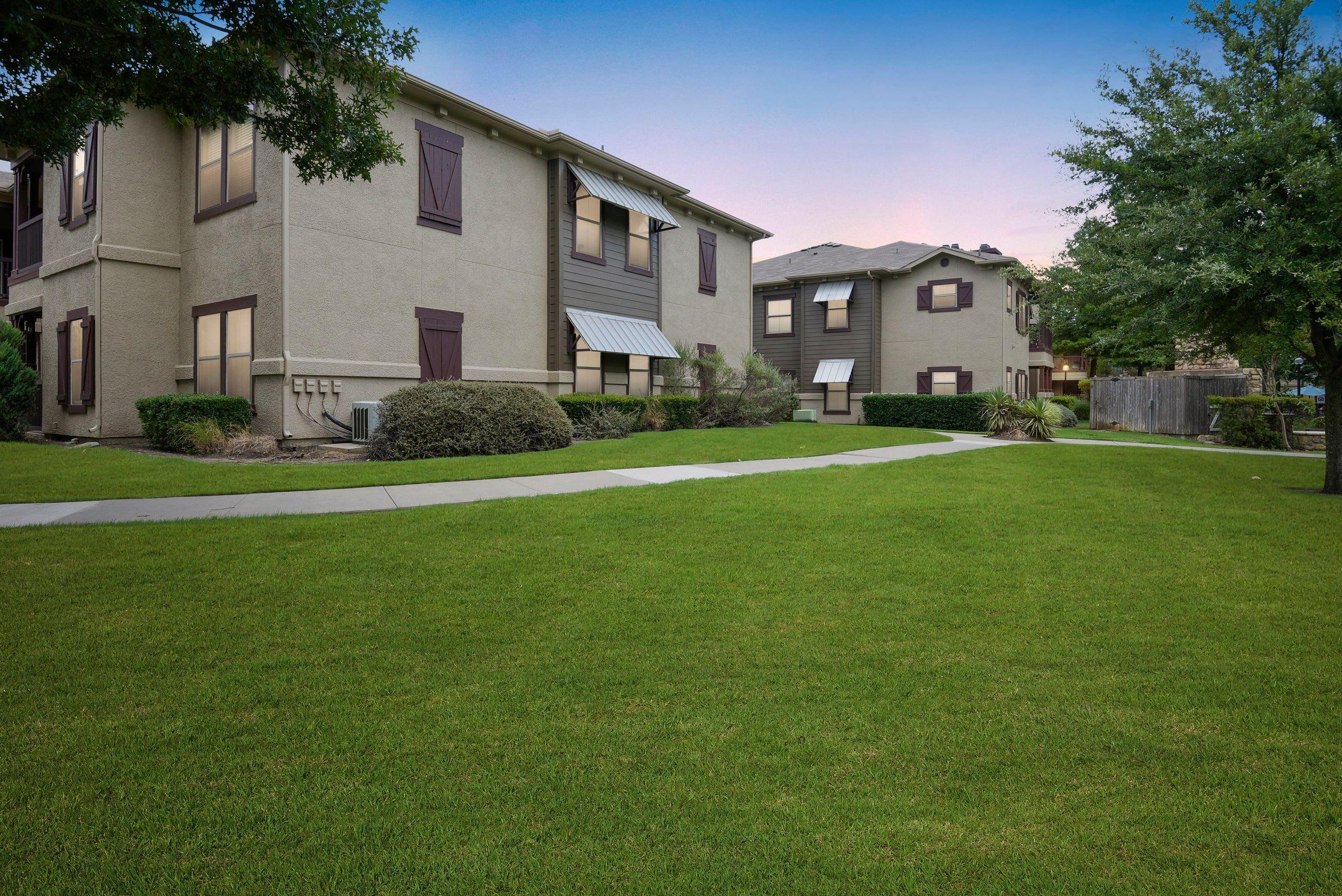 Large courtyard outside at Ranch ThreeOFive in Arlington, Texas