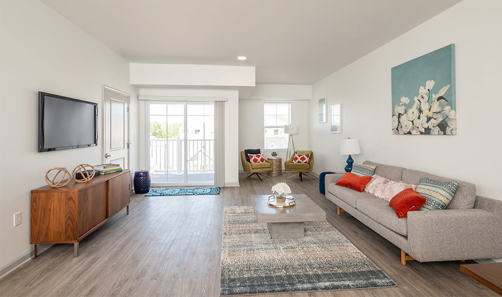 A living room that is great for entertaining at Winding Creek Apartments in Webster, New York