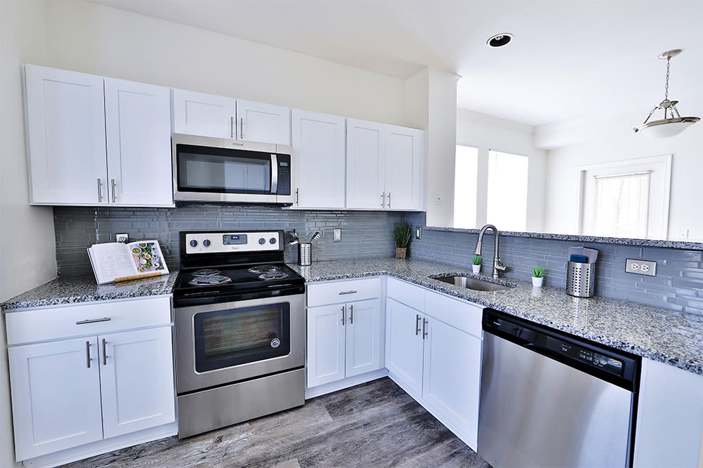 Beautiful Kitchen at The Village at Potomac Falls Apartment Homes in Sterling, Virginia