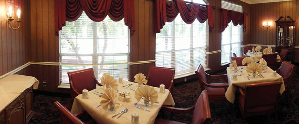 Dining room at Savannah Court of Maitland Senior Living in Maitland Florida
