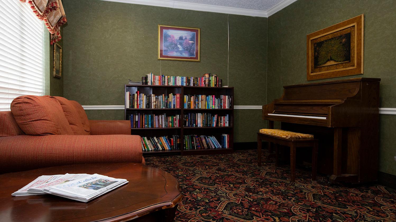 Reading area at Savannah Court of Maitland Senior Living in Maitland Florida