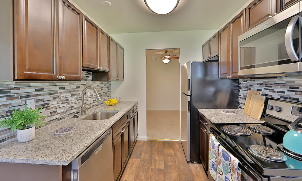 Beautiful Kitchen at Stoneridge at Mark Center Apartment Homes in Alexandria, Virginia