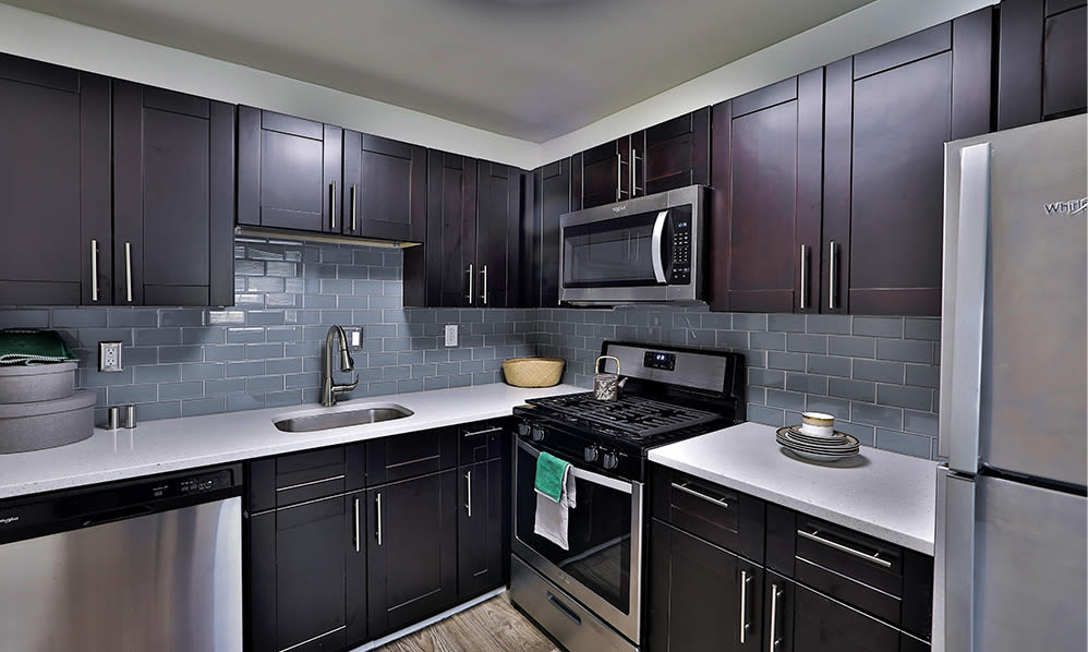 Modern Kitchen at Willow Run at Mark Center Apartment Homes in Alexandria, Virginia