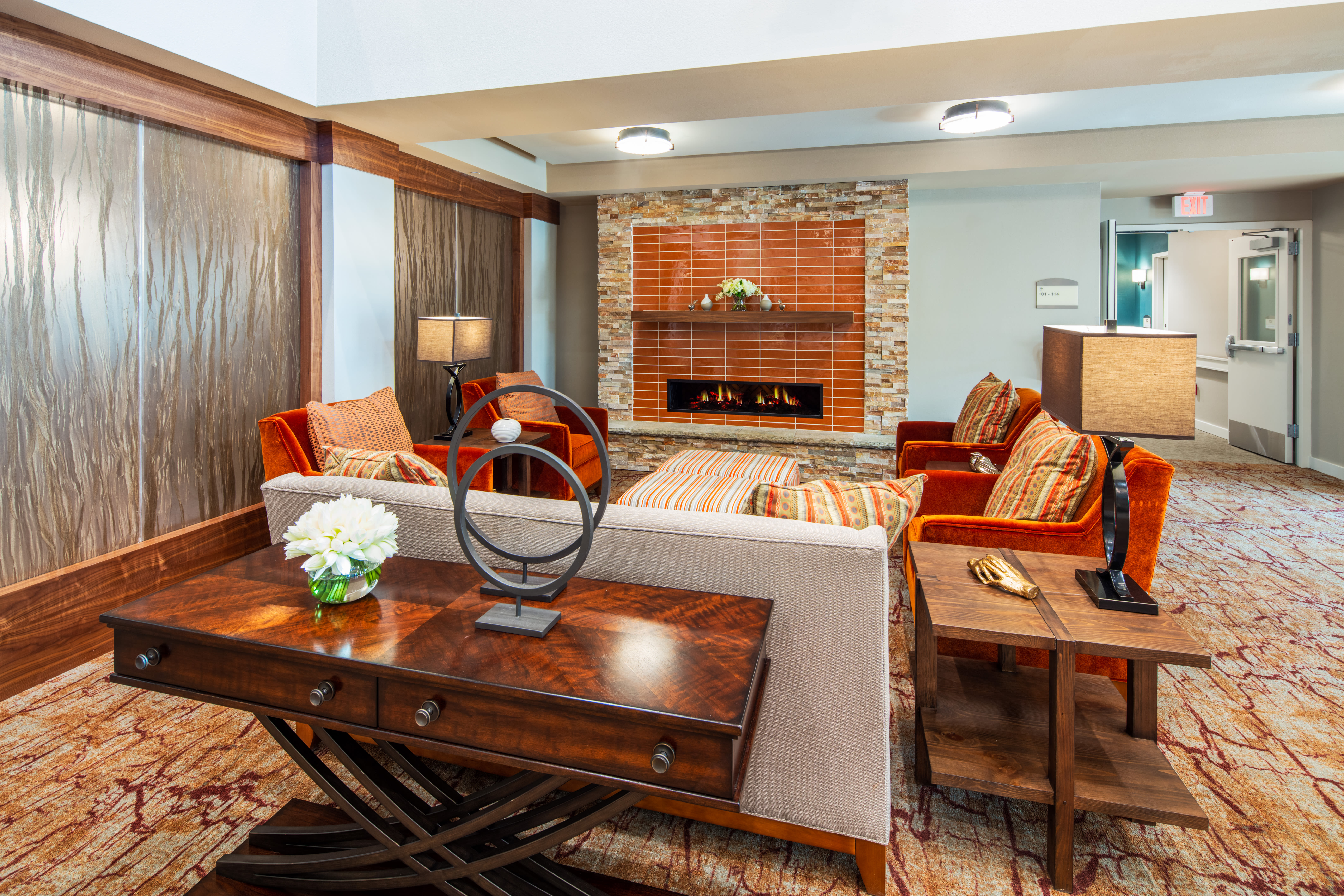 Upscale meeting area at Quail Park of Oro Valley in Oro Valley, Arizona