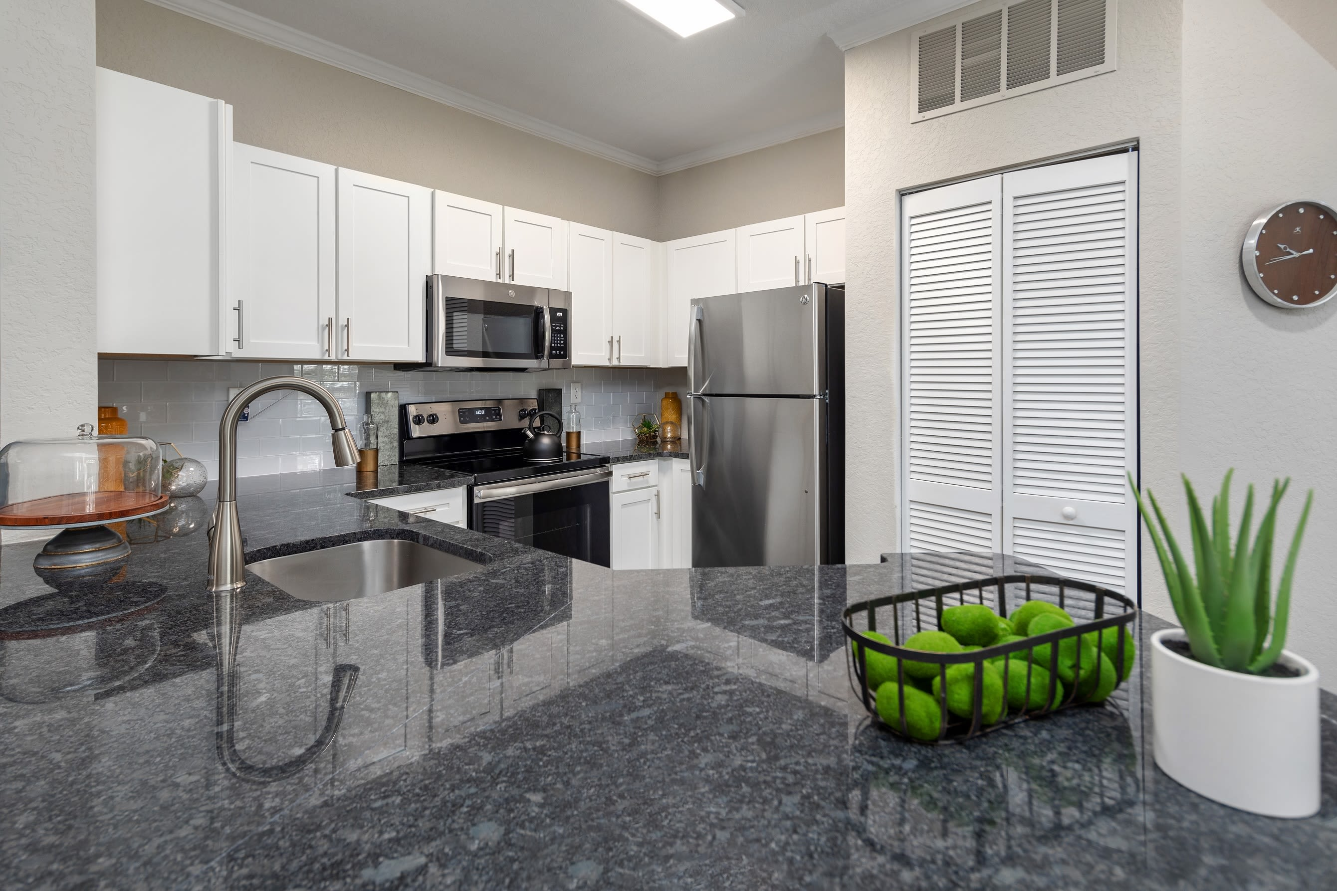 Modern open kitchen with granite countertops at Mezza in Jacksonville, Florida