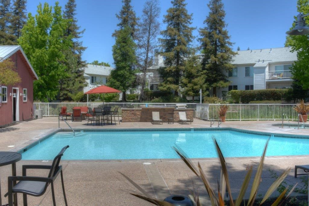 Sparkling swimming pool at Cotton Wood Apartments in Dublin, California