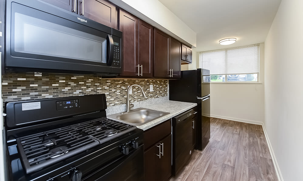 Renovated kitchen at Briarwood Apartments & Townhomes in State College, PA