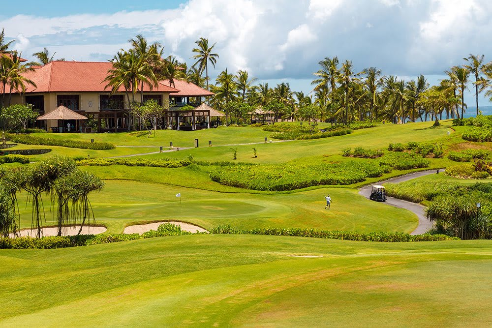 Top-quality golf course near Aliro in North Miami Beach, Florida