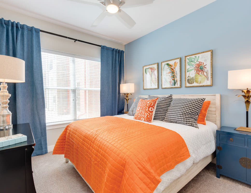 Beautiful sunny bedroom - Avenida Naperville Apartments