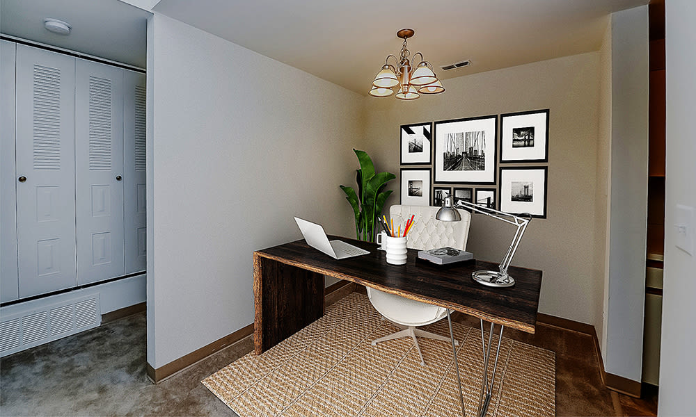 Home office space at Cranbury Crossing Apartment Homes in East Brunswick, New Jersey