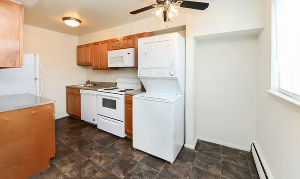 Fully-equipped kitchen at Warwick Terrace Apartment Homes