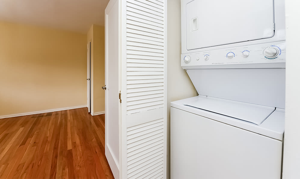 Washer and dryer at apartments in Elmwood Park, New Jersey
