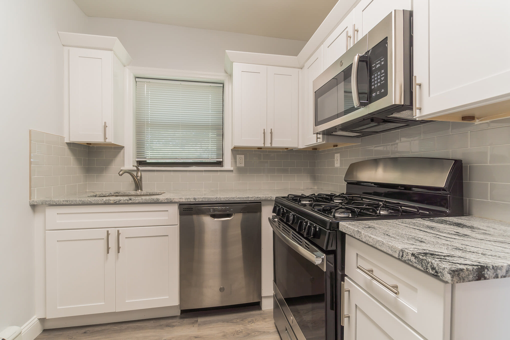 Modern kitchen at Eagle Rock Apartments at Hicksville in Hicksville, New York