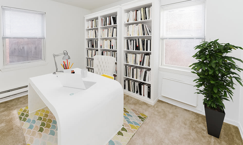 Home office space at Eatoncrest Apartment Homes in Eatontown, New Jersey