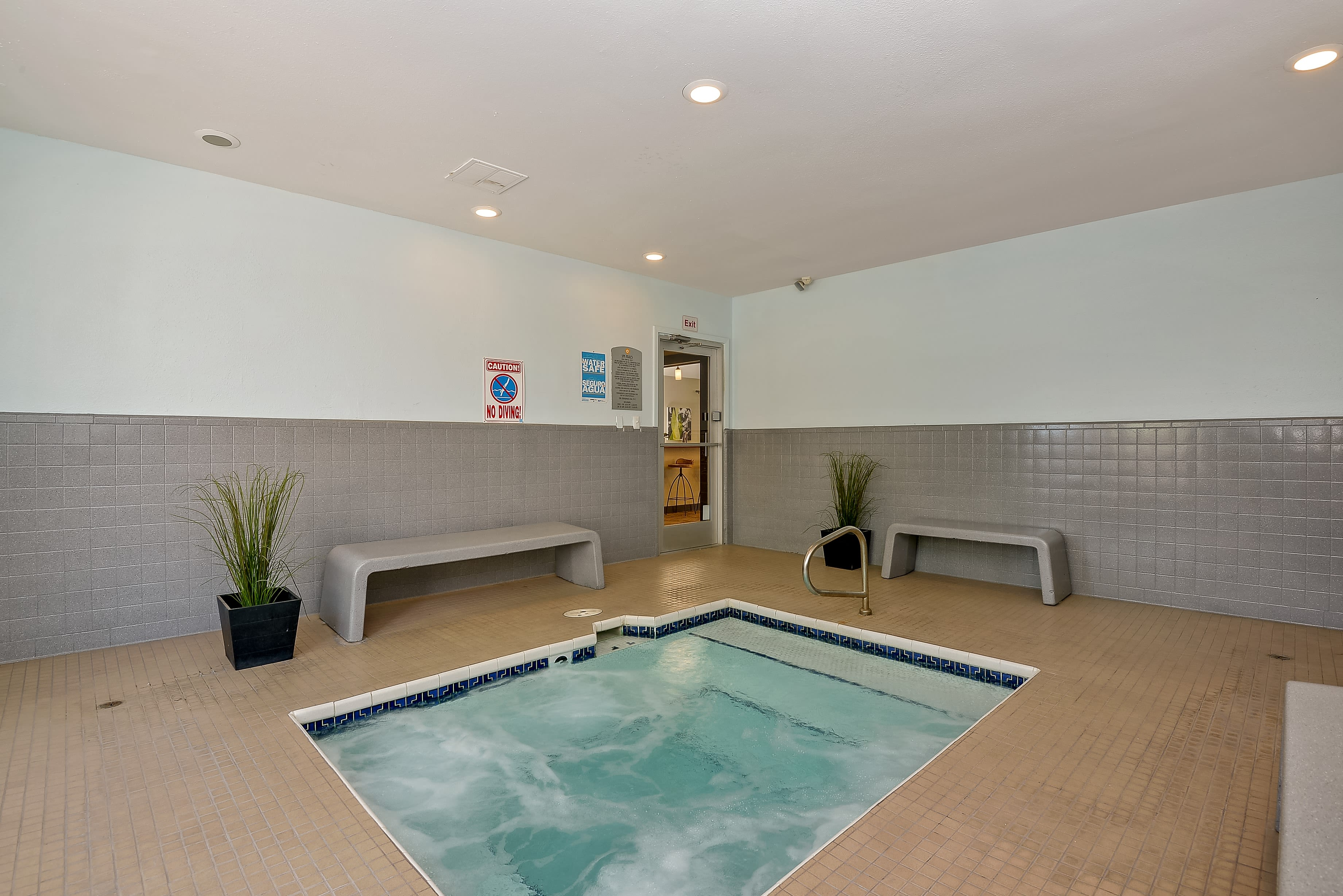 Spa pool at 505 West Apartment Homes in Tempe, Arizona