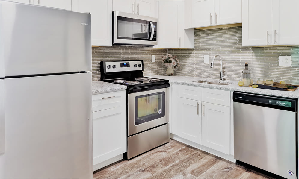 Modern kitchen at Marchwood Apartment Homes