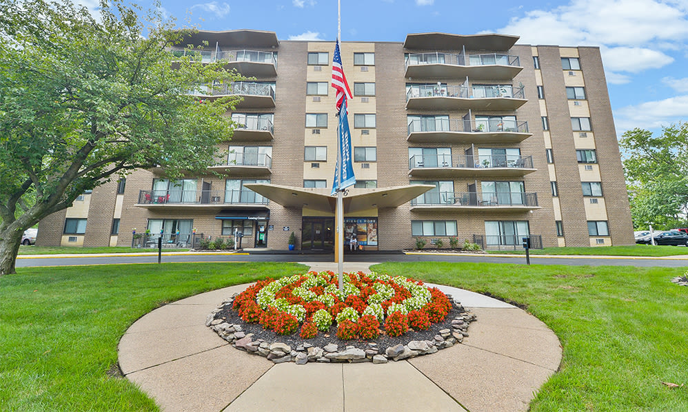 Exterior view at The Colonials Apartment Homes in Cherry Hill, NJ