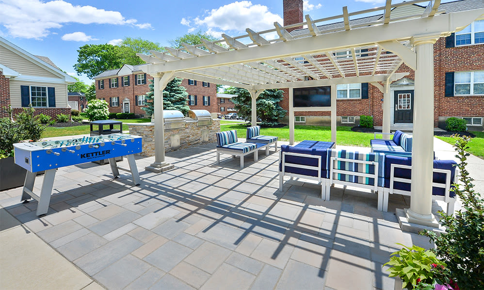 Outdoor lounge area at The Villas at Bryn Mawr Apartment Homes in Bryn Mawr, Pennsylvania