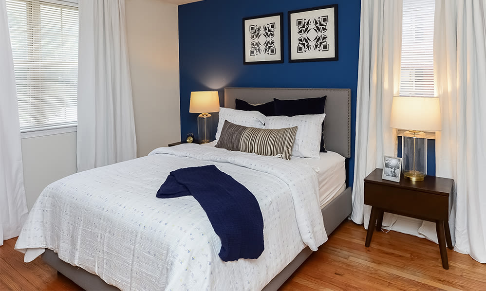 Large bedroom at The Villas at Bryn Mawr Apartment Homes in Bryn Mawr, Pennsylvania