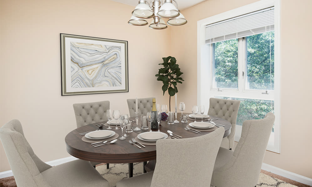 Dining room at Regency Lakeside Apartment Homes