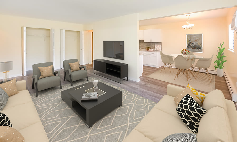 Living room at Imperial Gardens Apartment Homes in Middletown, NY