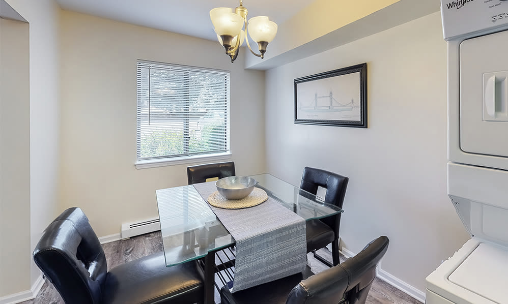 Dining room at Imperial Gardens Apartment Homes in Middletown, NY